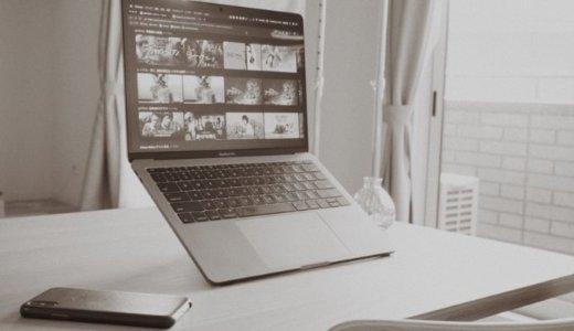 自然と背筋を伸ばす、魔法の板。MacBook 用のスタンド『Majextand』レビュー